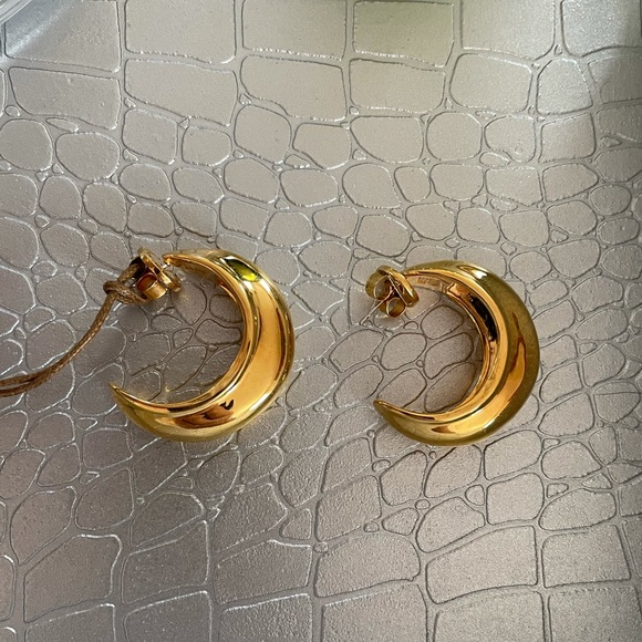 NWT beautiful brass gold hoops